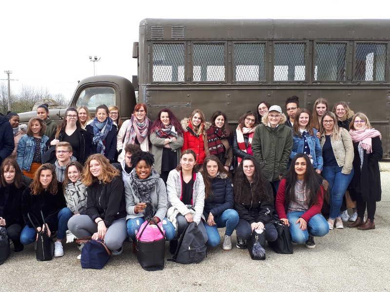 Scolaires : Tour en véhicule blindé transport de troupes au musée de carentan