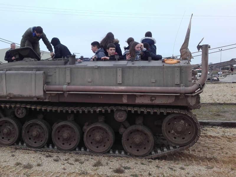 Tour en véhicule blindé transport de troupes au musée de carentan
