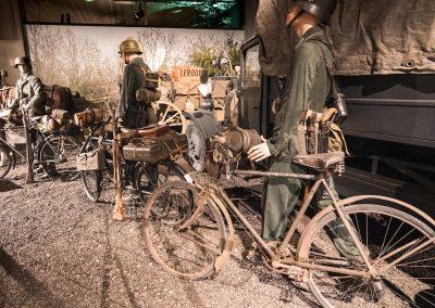 Scène du musée, soldats en déplacement