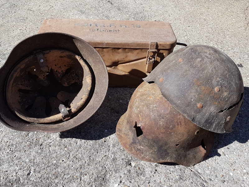 The set of helmets, just after the discovery