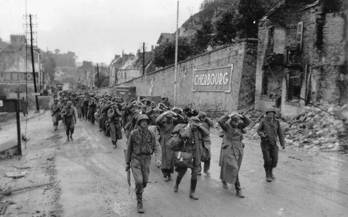 Cherbourg, 39,000 German prisoners - Photo US ARMY Archives
