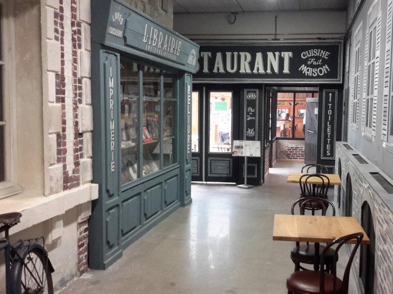 Restaurant rue années 40 dans le musée